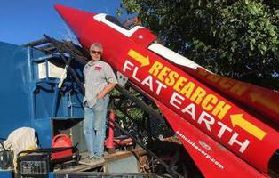 Un hombre está convencido de que la Tierra es plana y lanzará un cohete para demostrarlo