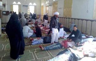Al menos 235 muertos tras un atentado a una mezquita de Egipto repleta de fieles