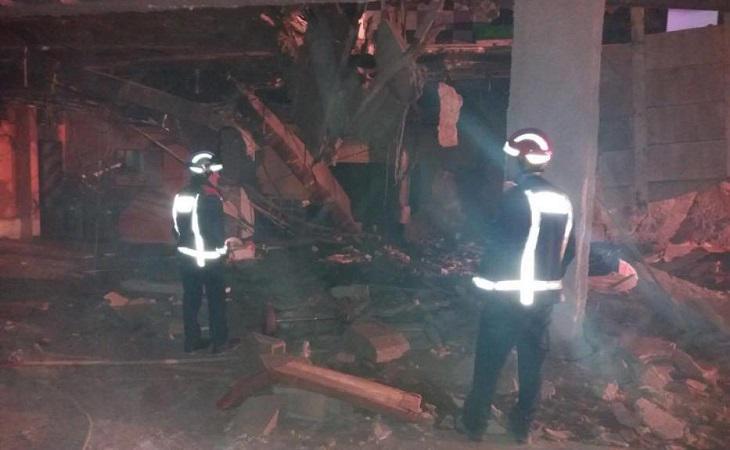 Los bomberos acudieron rápidamente al lugar para rescatar a los heridos