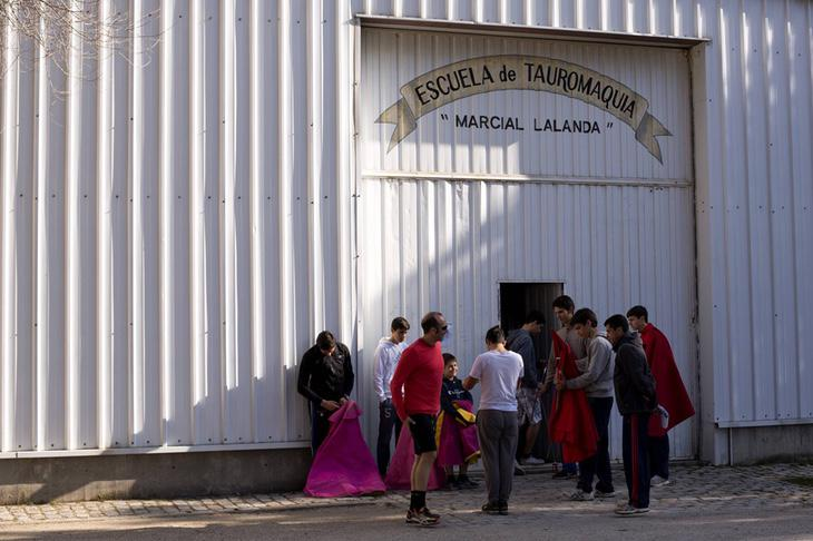 La escuela es uno de los grandes referentes en enseñanza de la tauromaquia en Madrid, muchos de los toreros más famosos han pasado por ella