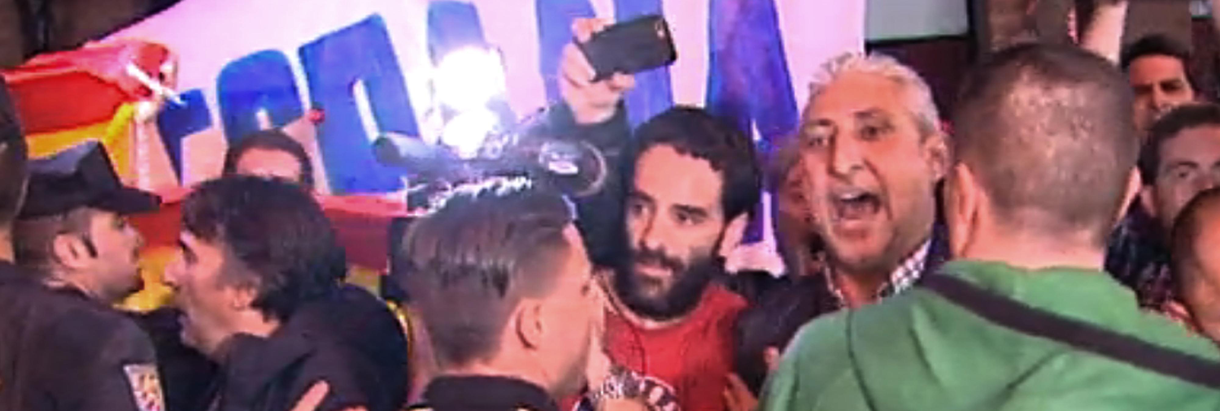 El policía de Madrid que dimitió por ir a una protesta neonazi mantiene un puesto público