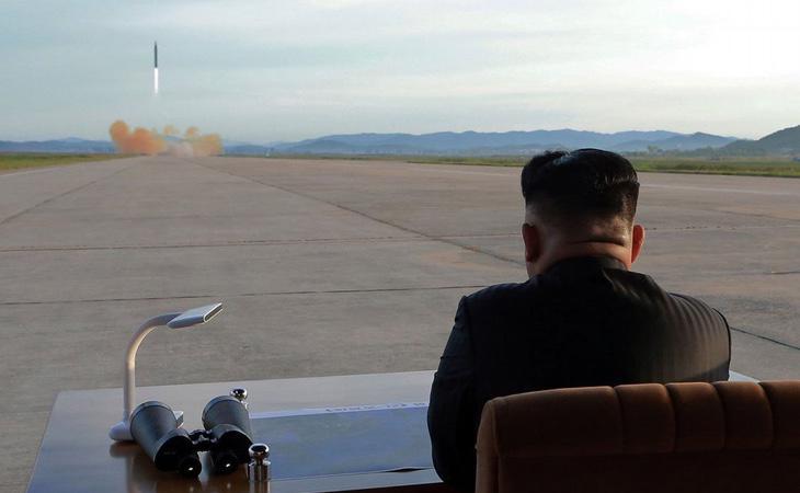 Kim Jong-un lanza un nuevo misil para amenazar a Estados Unidos