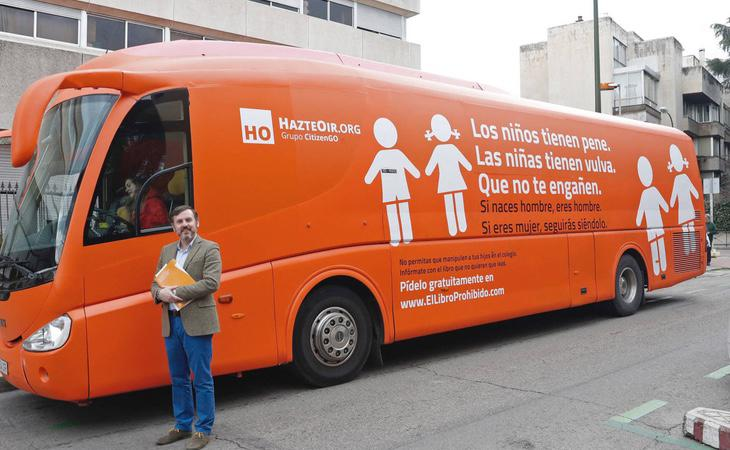 Autobús tránsfobo del odio