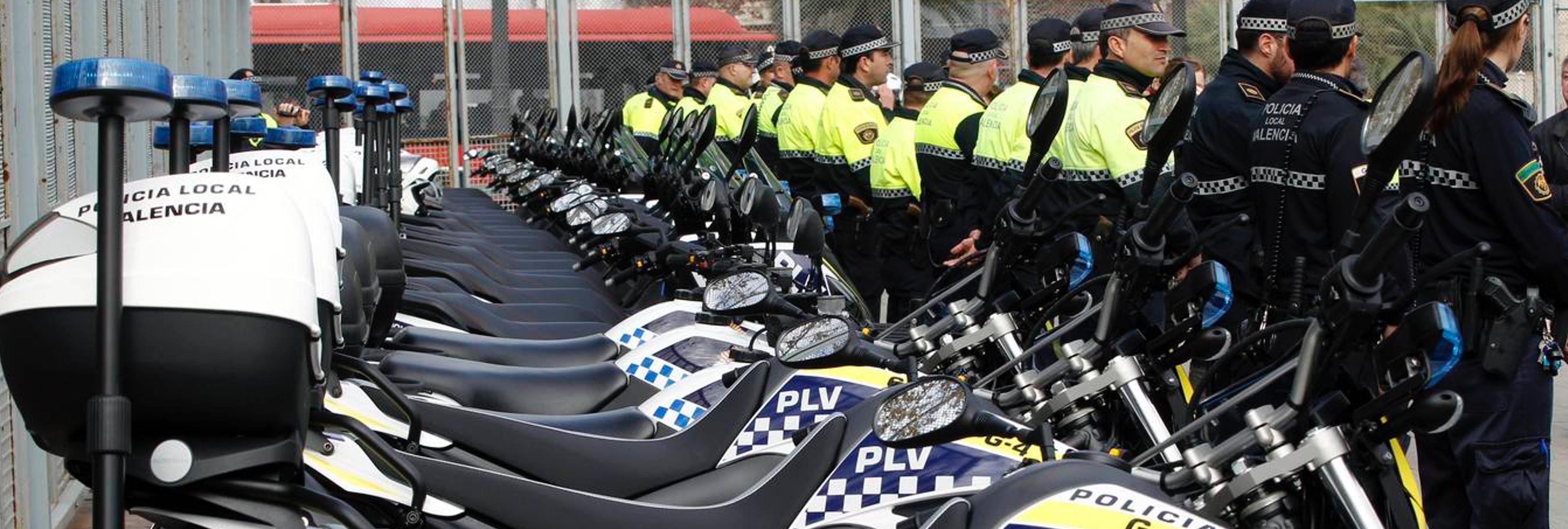 Carteles machistas para anunciar la cena de Navidad de un sindicato de policías y bomberos