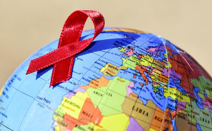 Actualmente, hay treinta y seis millones y medio de personas infectadas por el VIH en todo el mundo