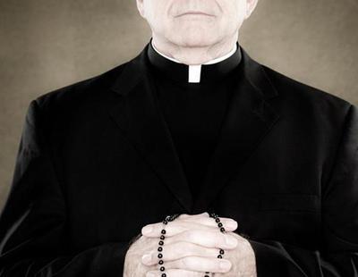 """Un sacerdote observa felaciones entre hombres en baños para """"escribir su tesis doctoral"""""""
