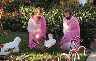 """Crean un Belén gay con dos San Josés y un obispo lo tacha de """"sacrilegio"""""""
