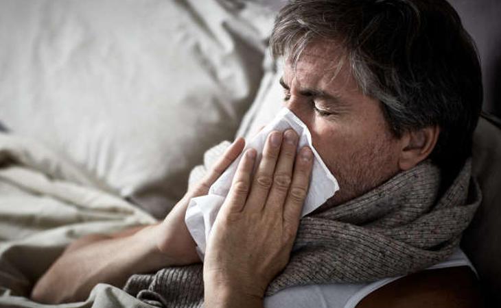 Los síntomas son parecidos a los de la fiebre habitual, pueden aparecer al momento o varias horas después y se podrían mantener varios días