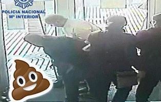 Atracan un banco de Murcia a base de tirar caca