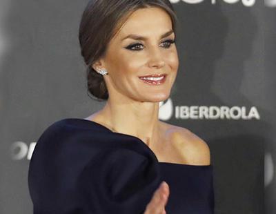La reina Letizia estrena vestido de la marca Delpozo por valor de 2.500 euros