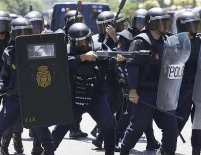 Un Policía que dirige 250 antidisturbios propina una paliza a un camarero tras hacer simpa