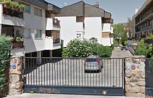 Fallece un hombre de 50 años tras perder la cabeza y un pie en una puerta de garaje