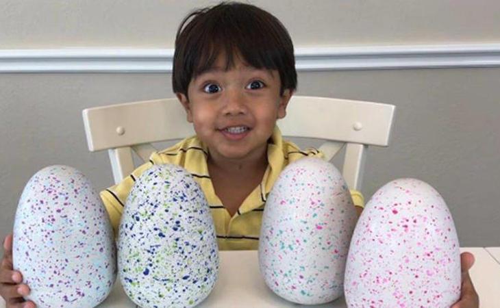 Ryan tiene solo seis años pero ganas millones de euros en Youtube