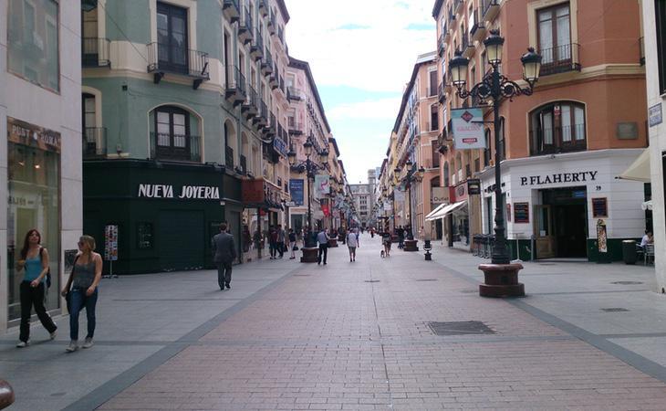 Víctor fue agredido en la calle por portar dos tirantes con la bandera de España