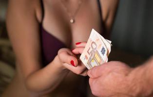La otra cara de #HolaPutero: dos prostitutas defienden a sus clientes