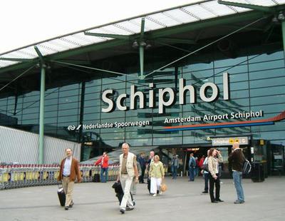 La Policía abate a un hombre armado con un cuchillo en el aeropuerto de Ámsterdam