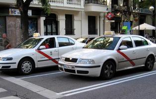Carmena permitirá que las personas con VIH puedan conducir un taxi por la capital