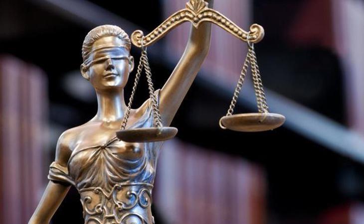 El juez ha ordenado una pena de 15 meses de prisión por el envío masivo de mensajes a su pareja