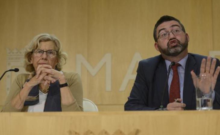 Manuela Carmea ha destituido a Sánchez Mato como concejal de Economía y Hacienda