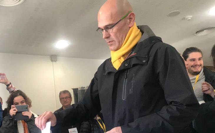 El exconseller Raül Romeva, candidato de ERC, ha votado ya en su colegio electoral