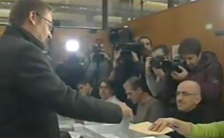 El candidato de En Como Podem, Xavier Domènech, ya ha votado: