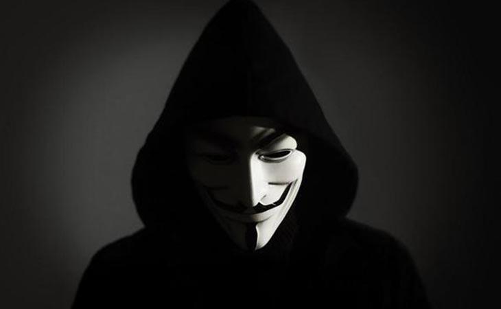 Anonymous ataca la web de Indra, encargada del recuento de las elecciones del 21-D