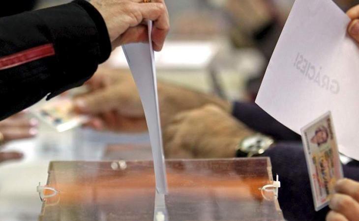 La participación roza el 83%, casi ocho puntos más que en 2015
