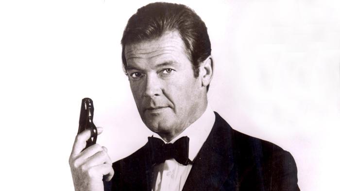 Roger Moore (James Bond) (14 octubre 1927 - 23 mayo 2017) (89 años)