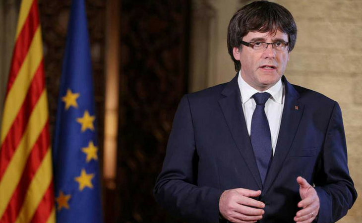 Carles Puigdemont se acordó de la monarquía luego de las Elecciones Catalanas