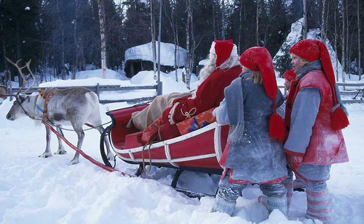 La visita de Papá Noel casa por casa es una tradición en Finlandia