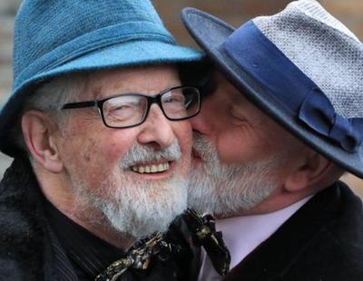 Dos amigos heterosexuales contraen matrimonio para ahorrar impuestos