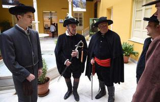El Ayuntamiento granadino de Lecrín (PSOE) organiza una subasta para bailar con mujeres