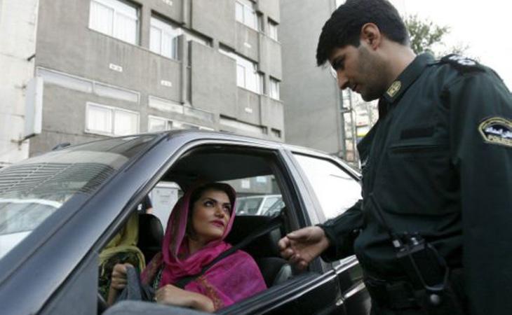 La Policía de la Moral se encarga del cumplimiento de los códigos más estrictos de la moral islámica
