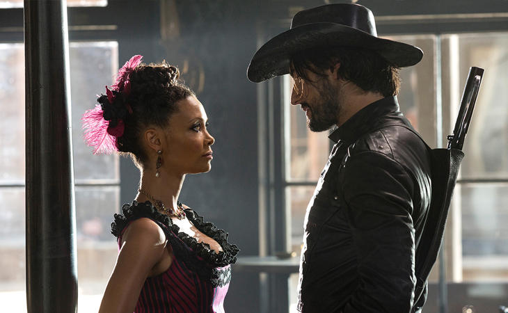 ThandieNewton<!--EndFragment--> yRodrigo Santoro en 'Westworld'