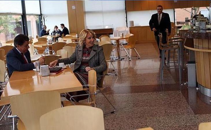 Cifuentes sigue señalada por su gestión de los contratos de la cafetería de la Asamblea de Madrid
