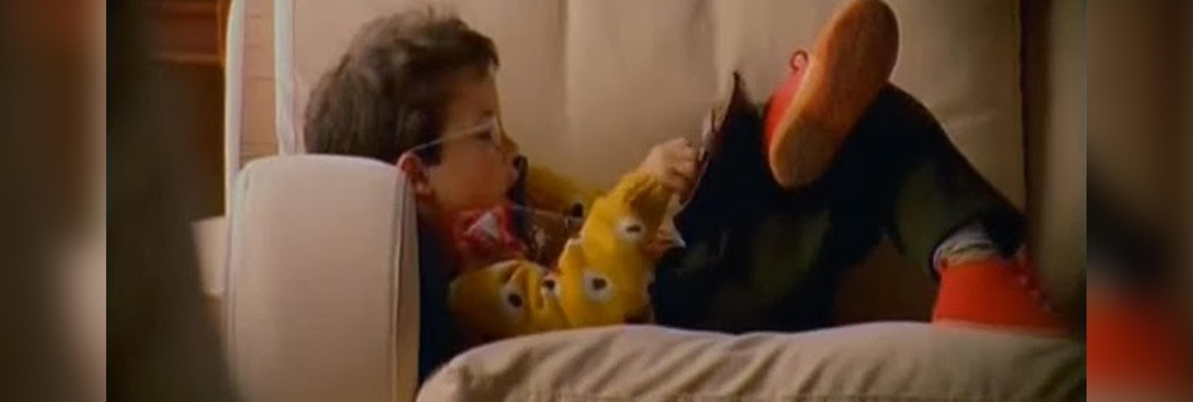 """El niño del """"Hola soy Edu, feliz Navidad"""" recrea el mítico anuncio 20 años después"""