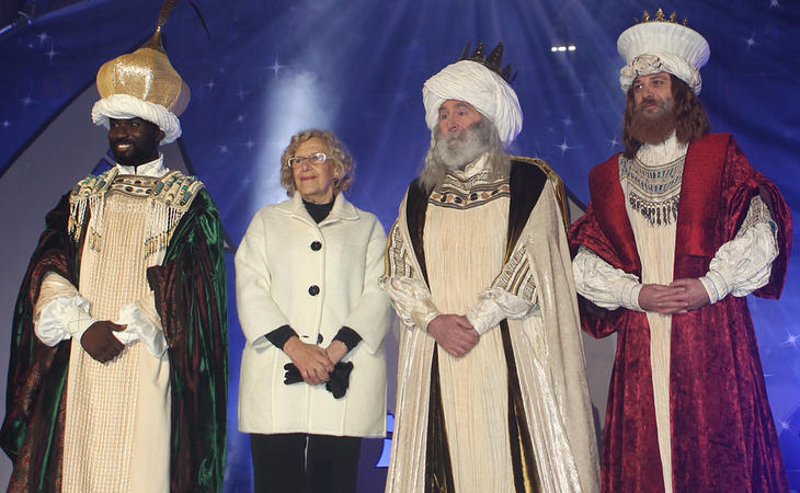 Manuela junto a los Reyes Magos en la cabalgata de 2017