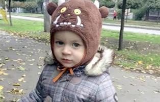 Muere un bebé de 21 meses después de caerle encima un hombre que intentó suicidarse
