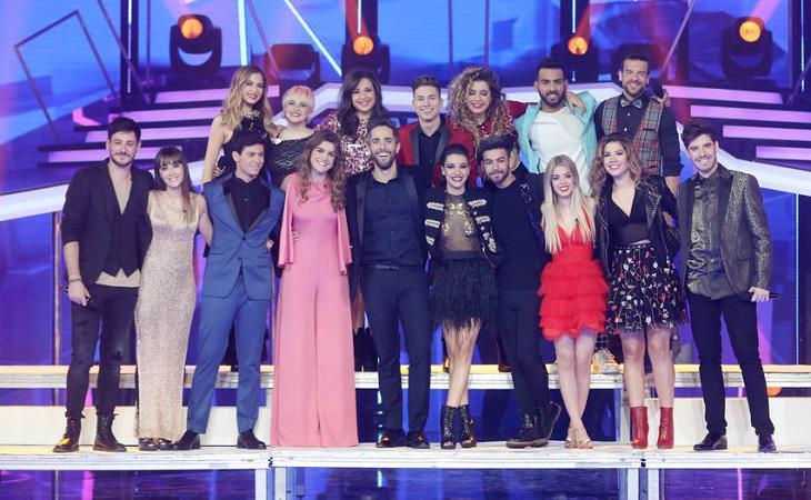Los concursantes de 'Operación Triunfo 2017' junto a Roberto Leal