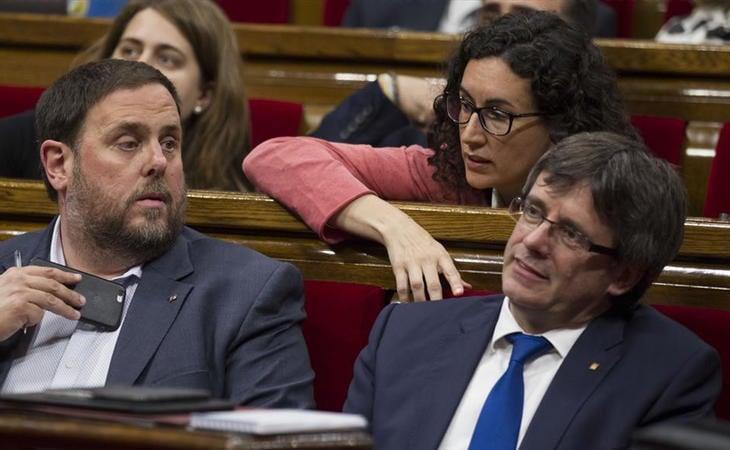 Oriol Junqueras, Marta Rovira y Carles Puigdemont en el Parlament