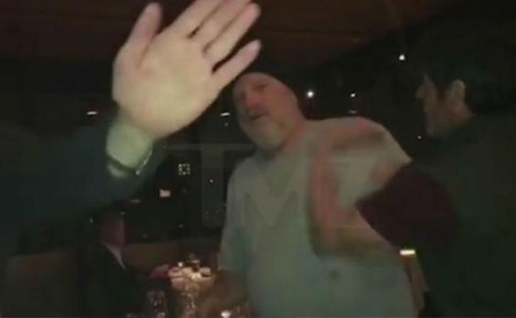 Momento de la agresión a Harvey Weinstein