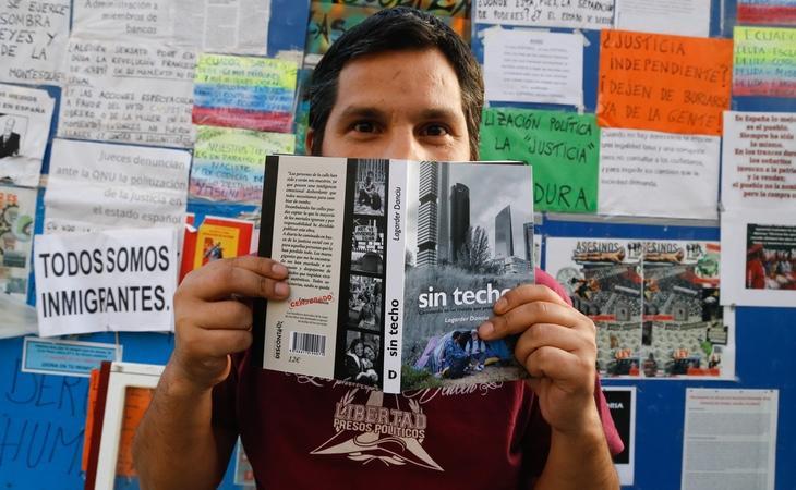 Lagarder presenta 'Sin Techo', un libro en el que pone de relieve los problemas de las personas sin hogar | Foto: Lito Lizana