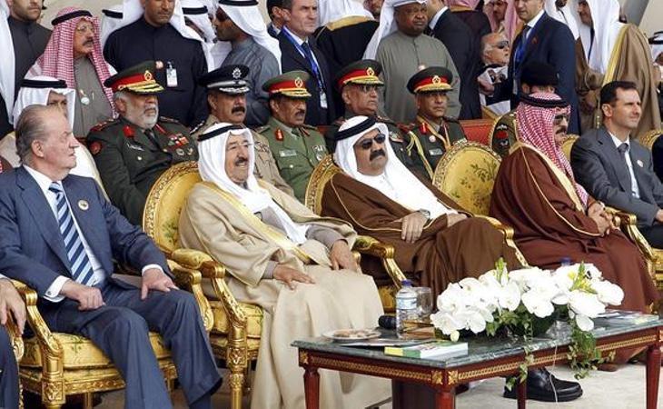 El artículo también menciona lucrativos negocios con empresas del Golfo Pérsico