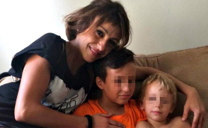 Juana Rivas, junto a sus dos hijos