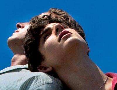 Cinesa promociona la película de amor homosexual 'Call me by your name' con una foto de un hombre y una mujer