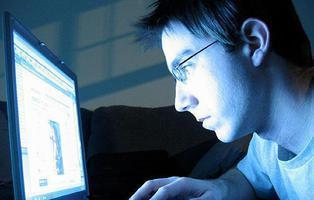 Un menor de 14 años acuchilla a su madre por quedarse sin Internet