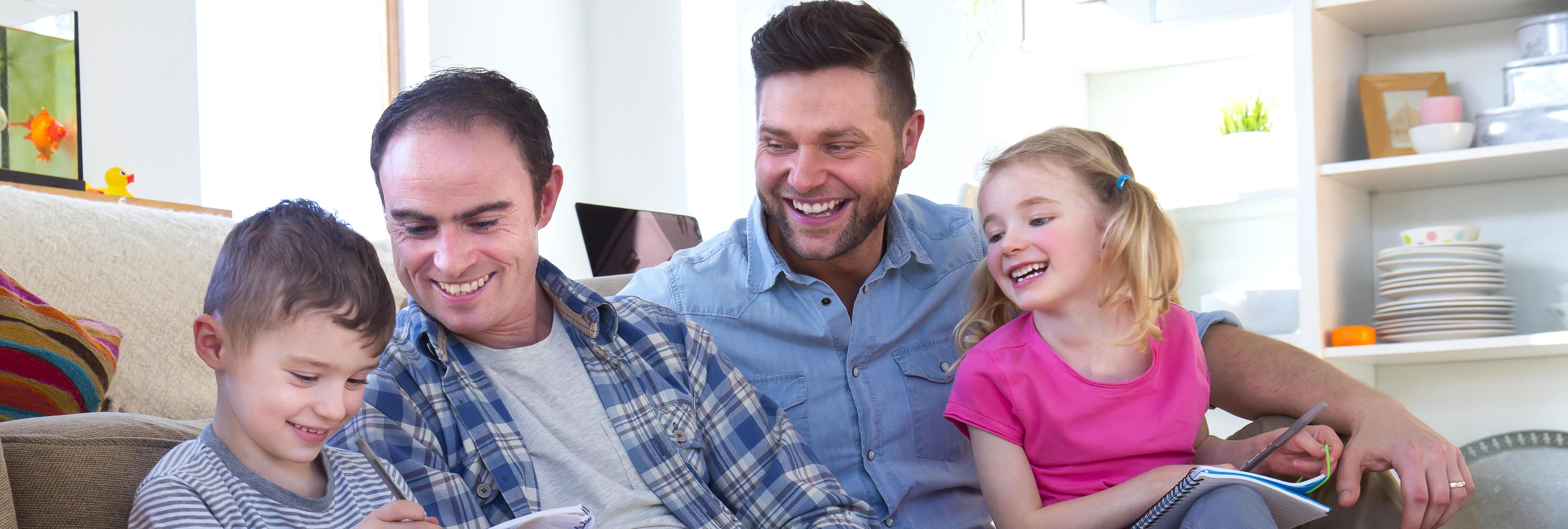 Asociación de Familias LGTBI pide a los colegios no celebrar el Día del Padre y la Madre