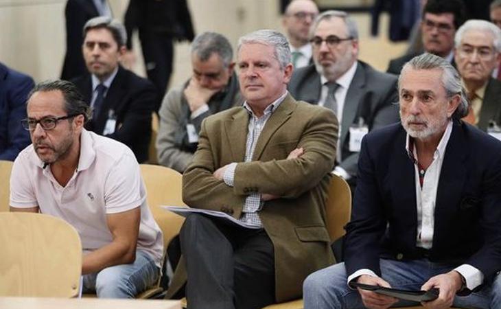 Correa, Crespo y 'El Bigotes', sentados juntos en el juicio