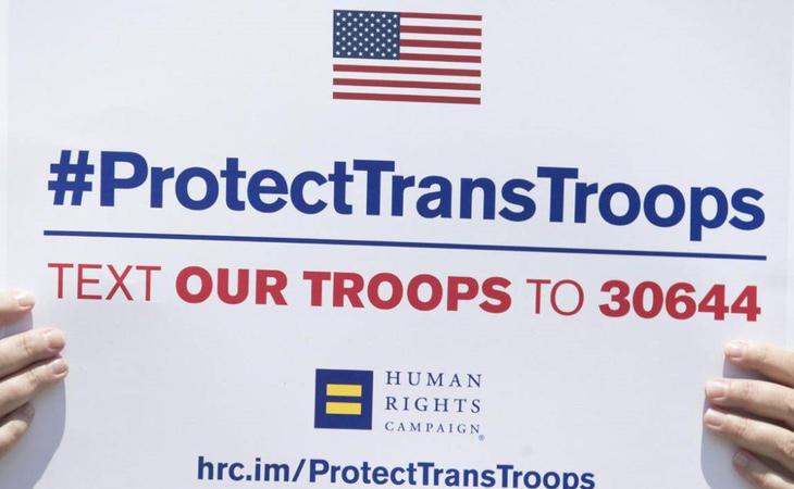Trump intentó sin éxito el año pasado impedir alistarse a personas trans en el ejército