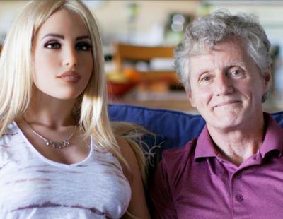 La vida de James: el hombre que mantiene una relación con su muñeca sexual con el beneplácito de su esposa